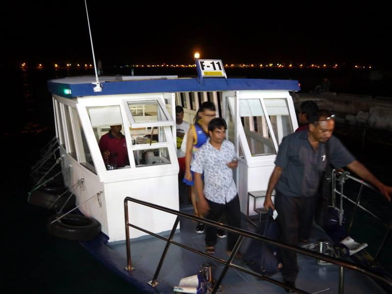 Maldives_Traffic_20141127_05