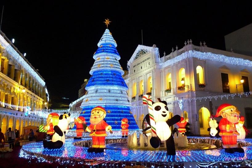 ▲逛世界文化遺產看聖誕燈飾,感受澳門歐陸情調的節慶氛圍。