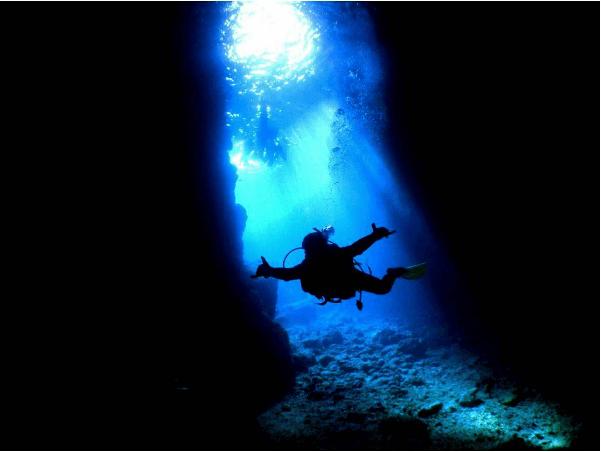 日本沖繩 「青之洞窟」