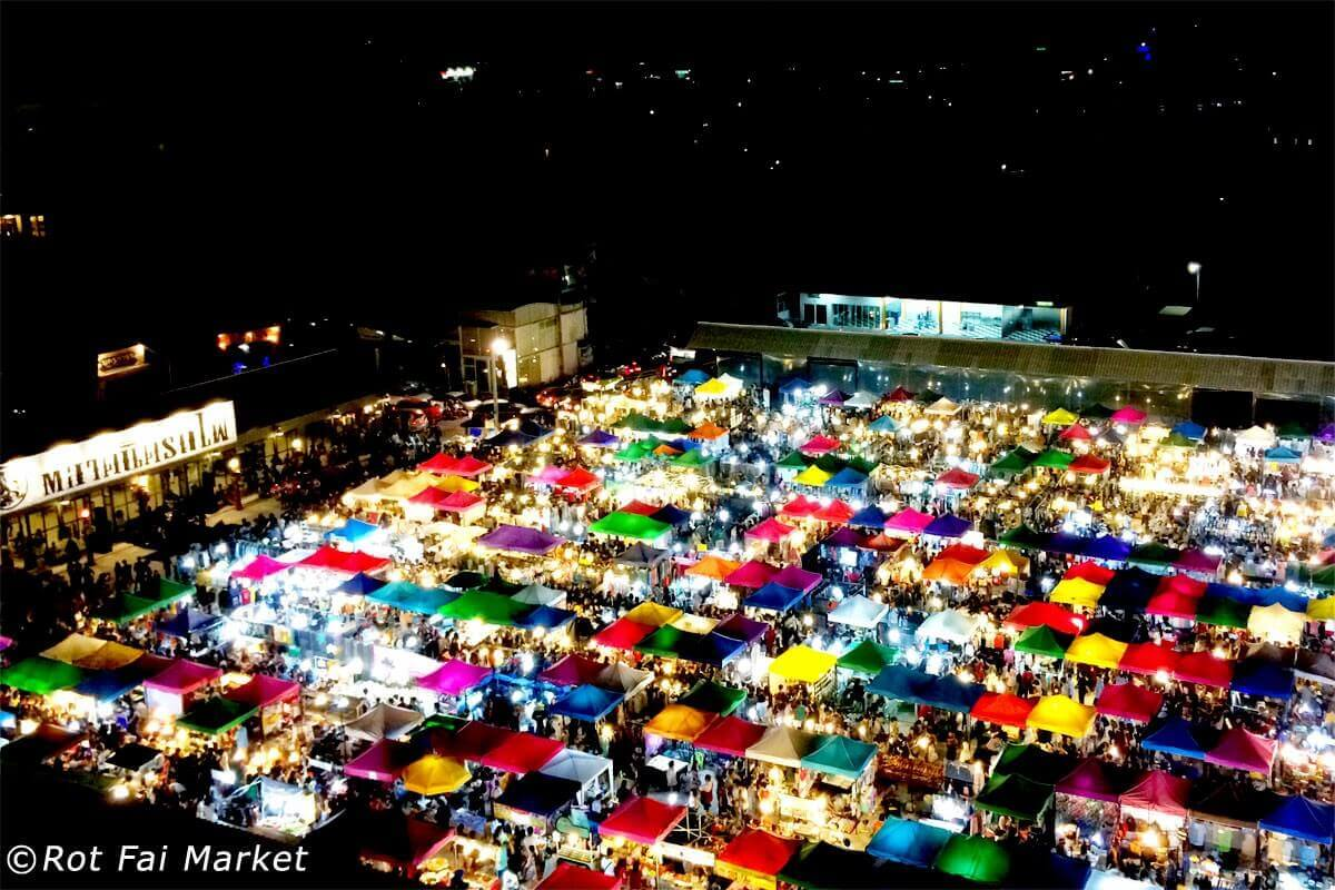 拉差達火車市集Train Night Market Ratchada