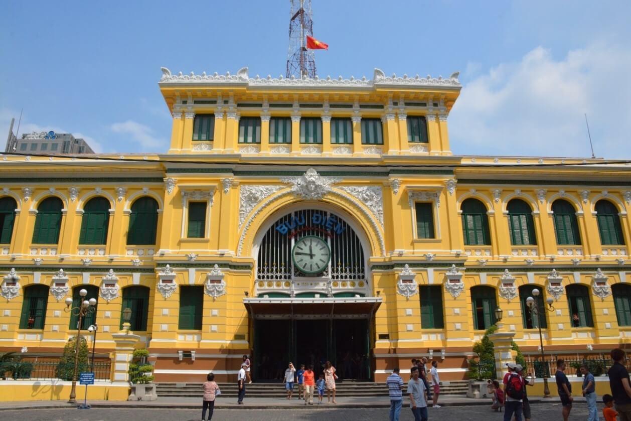 中央郵局、紅教堂