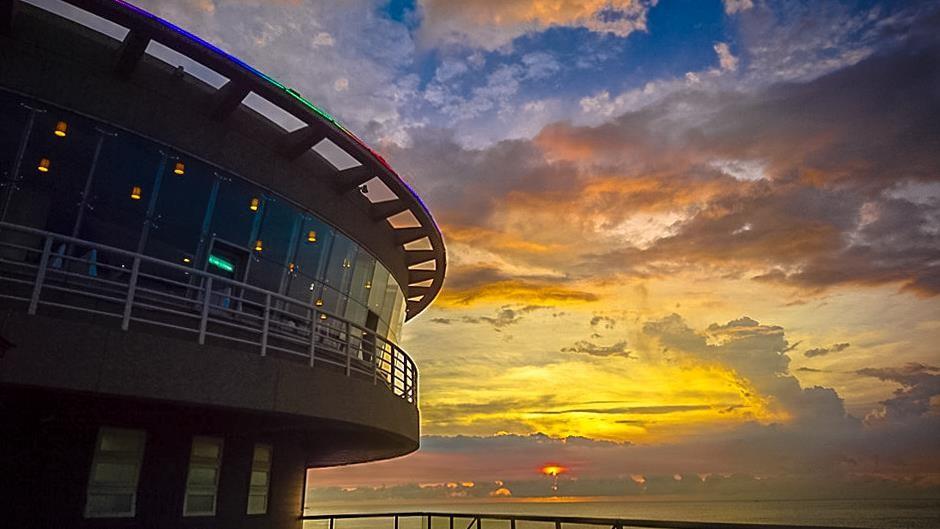 桃園機場360度旋轉餐廳