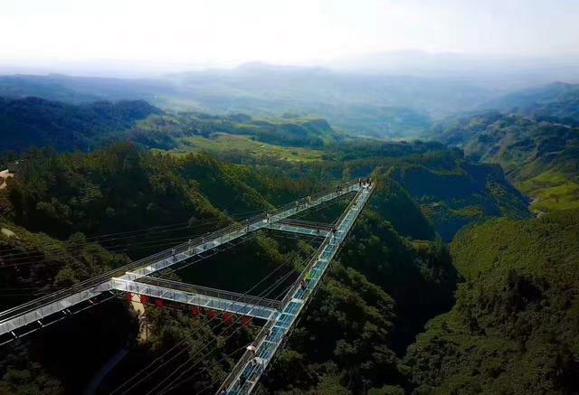 重慶夢幻奧陶紀景區 玻璃棧道