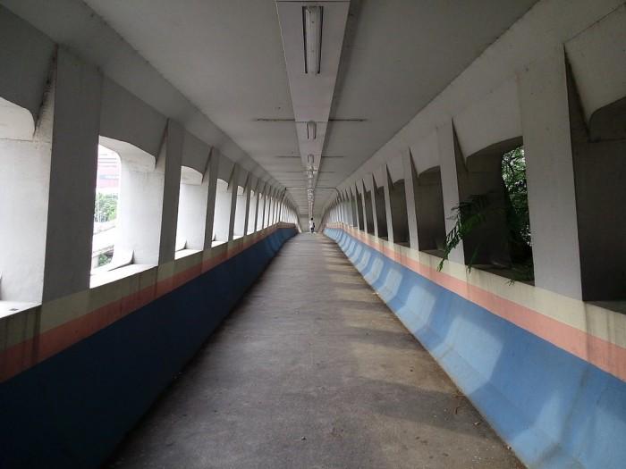 偉業街行人天橋