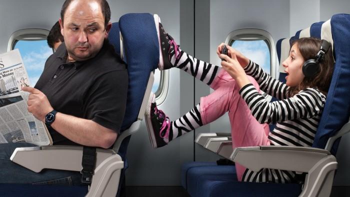 椅背被踢,前面座椅太傾斜