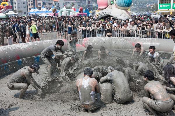 韓國夏季限定節慶 玩水、敷泥漿、搖滾樂通通有