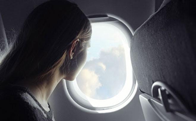起飛和降落要打開窗戶遮光板