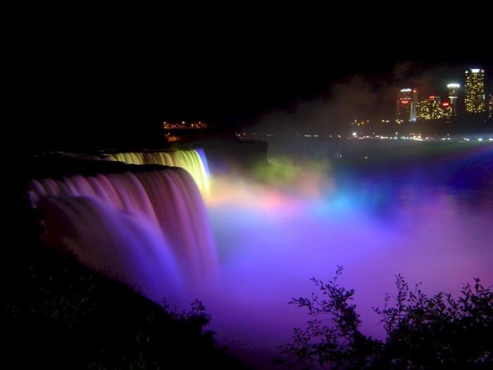 niagara-falls-dancing-lights
